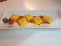 raviolino ripieno di burrata pugliese con crema di pomodrini e basilico con pomodorino confit